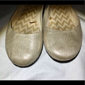 Shoes - Goldy Flats